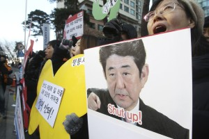 Korean demonstrators offer advice to Japanese Prime Minister Shinzo Abe